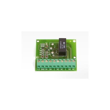 Circuito di interfaccia tra segnale in ingresso a bassissima corrente (3mA corrente minima di comando) in due uscite a contatti puliti NA o NC. (coppia)
