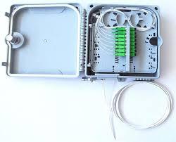Terminale di testa assemblato con 8 adapter SC/APC e cavo riser 2,8mm LSZH da 8 fibre G.657A, 20m