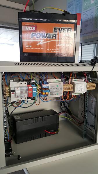 Armadio rack assemblato per WISP con telemetria e telecontrollo GSM, riarmo automatico, protezione sovratensioni, gruppo di continuità, distribuzione 24V e 12V e ventilazine forzata.